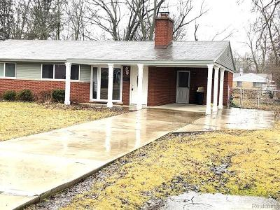 West Bloomfield Single Family Home For Sale: 2503 Ivanhoe Dr