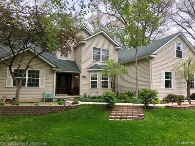 Clarkston Single Family Home For Sale: 4439 Sedona Dr