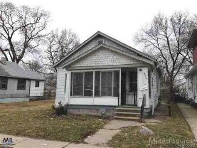 Macomb Single Family Home For Sale: 8234 Orchard Ave