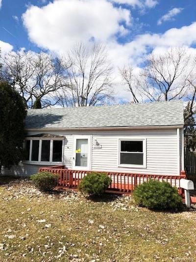 Roseville Single Family Home For Sale: 26415 Beaconsfield St
