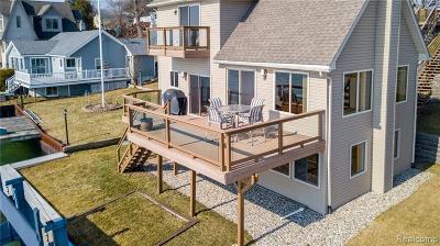 Marysville  Single Family Home For Sale: 131 Gratiot Blvd