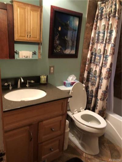 Royal Oak Single Family Home For Sale: 213 Woodside Rd