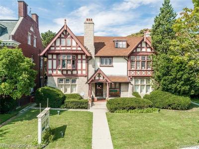 Detroit Single Family Home For Sale: 8325 E Jefferson Ave