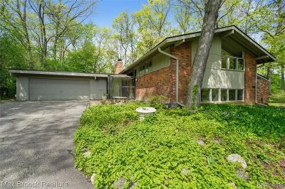 Bloomfield Hills Single Family Home For Sale: 1023 Greentree Rd
