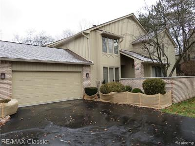 Bloomfield Hills Condo/Townhouse For Sale: 1126 Timberview Trl