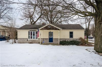 Livonia Single Family Home For Sale: 9016 Lamont St
