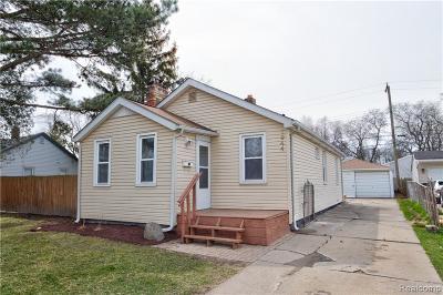 Ferndale Single Family Home For Sale: 1944 E Saratoga St