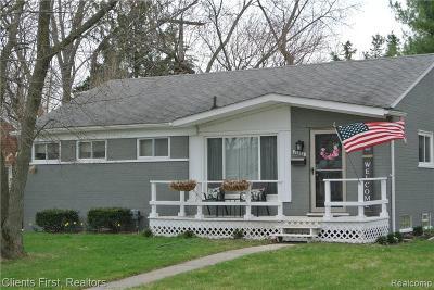 Farmington Single Family Home For Sale: 31923 Lamar Dr