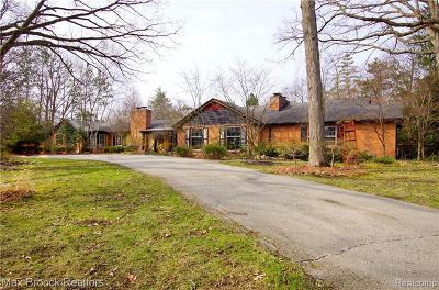 Bloomfield Hills Single Family Home For Sale: 875 Harsdale Rd