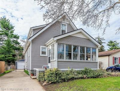Royal Oak Single Family Home For Sale: 230 Dewey St