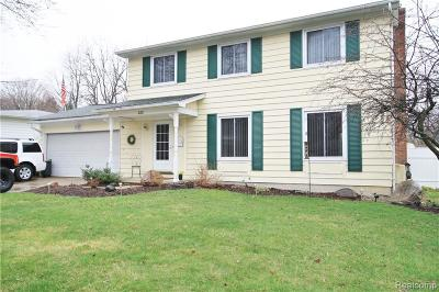 Flushing Single Family Home For Sale: 422 Old Mill Dr