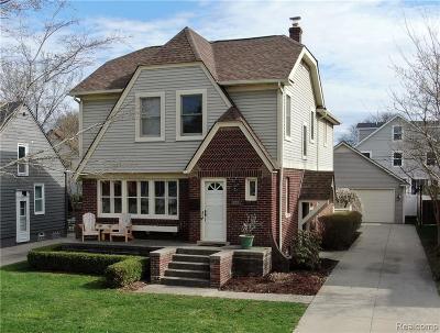 Oakland Single Family Home For Sale: 212 Catalpa Dr