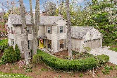 Grosse Pointe Farms Single Family Home For Sale: 220 Dean Ln