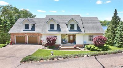 Lapeer Single Family Home For Sale: 3686 E Lake Dr