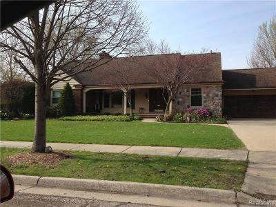 Grosse Pointe Woods Single Family Home For Sale: 1457 Lochmoor Blvd