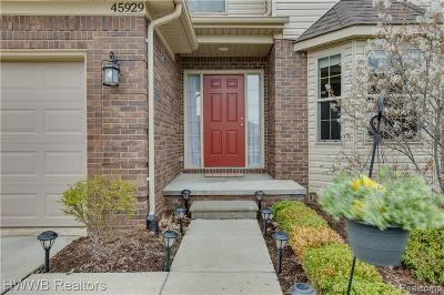 Macomb Condo/Townhouse For Sale: 45929 Beaufort Dr