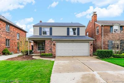 Grosse Pointe Farms Single Family Home For Sale: 236 Fisher Rd