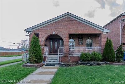 Dearborn Heights Single Family Home For Sale: 8401 Fenton St St