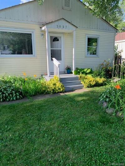 Flint Single Family Home For Sale: 3837 Lorraine Ave