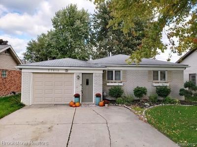 Harrison Twp Single Family Home For Sale: 37810 Circle Dr