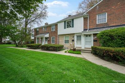 Saint Clair Shores Condo/Townhouse For Sale: 22955 Lakeshore Dr