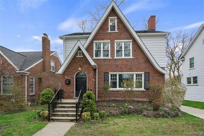 Royal Oak Single Family Home For Sale: 1803 W Houstonia Ave