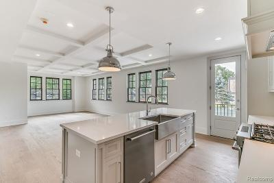 Royal Oak Condo/Townhouse For Sale: 932 W 11 Mile Rd
