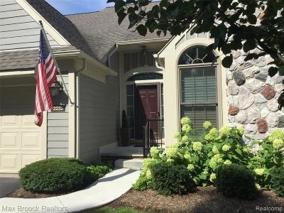 Bloomfield Hills Condo/Townhouse For Sale: 2232 Sudbury Way