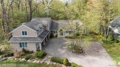 Bloomfield Hills Single Family Home For Sale: 4390 Oak Grove Dr