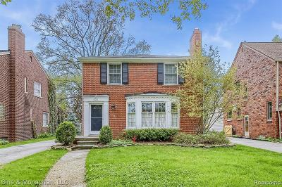 Grosse Pointe Single Family Home For Sale: 427 Maison Rd