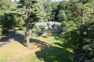 Bloomfield Hills Single Family Home For Sale: 4989 Stoneleigh Rd