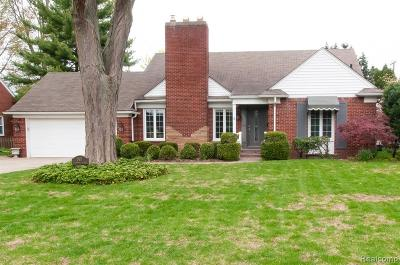 Grosse Pointe Woods Single Family Home For Sale: 562 Shoreham Rd