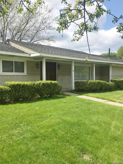 Bloomfield Hills Single Family Home For Sale: 2610 Roxie Rd