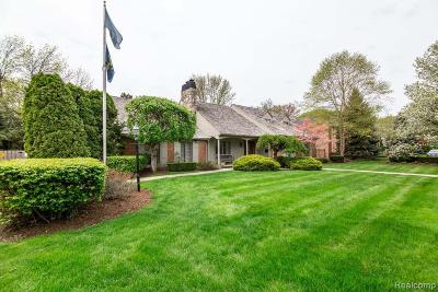 Grosse Pointe Woods Single Family Home For Sale: 963 Sunningdale Dr