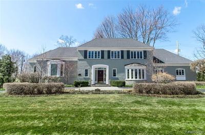 Bloomfield Hills Single Family Home For Sale: 1001 W Glengarry Cir