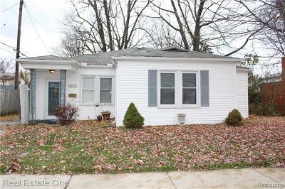 Saint Clair Shores Single Family Home Pending: 30017 1st St