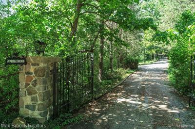 Bloomfield Hills Single Family Home For Sale: 150 Brady Ln