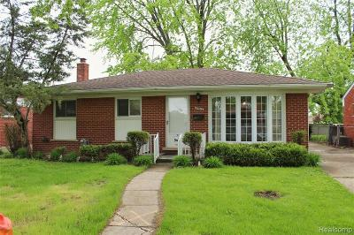 Saint Clair Shores Single Family Home For Sale: 22012 Timberidge St