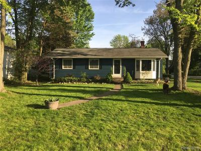 Oakland Single Family Home For Sale: 410 Trombley Dr