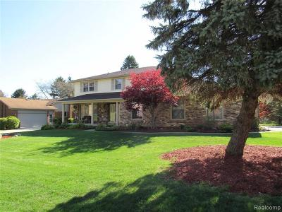 Rochester Hills Single Family Home For Sale: 433 Lake Forest Rd