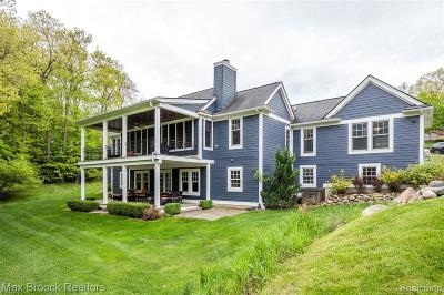 Clarkston Single Family Home For Sale: 8656 Deerwood Rd