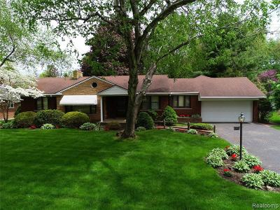 Dearborn Single Family Home For Sale: 6676 Parkway Circle
