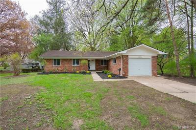 Southfield Single Family Home For Sale: 17345 Catalpa Dr