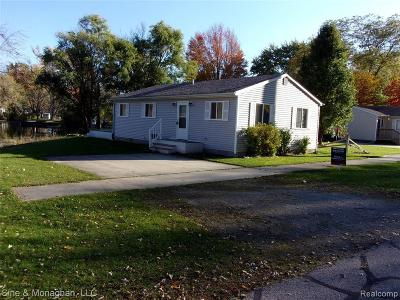Algonac Single Family Home For Sale: 2122 Michigan St