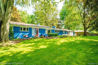 Rochester Single Family Home For Sale: 2725 Mohawk Ln