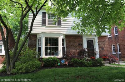 Grosse Pointe Woods Single Family Home For Sale: 2024 Beaufait Dr