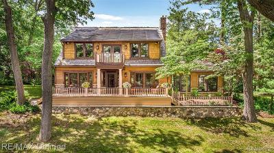 Lake Orion Single Family Home For Sale: 1071 Nakomis Trl