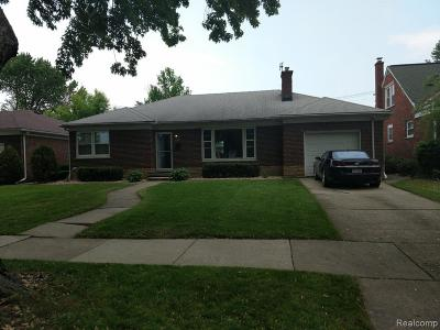 Saint Clair Shores Single Family Home For Sale: 21527 Edgewood St