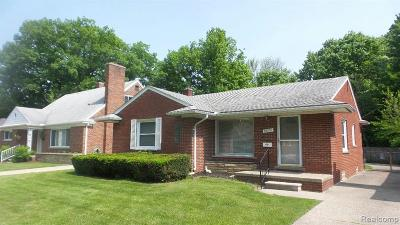 Saint Clair Shores Single Family Home For Sale: 22051 Mauer St
