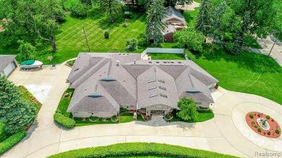 Dearborn Heights Single Family Home For Sale: 25725 Cherry Hill Rd